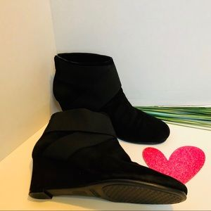 AEROSOLES -wedge suede booties.